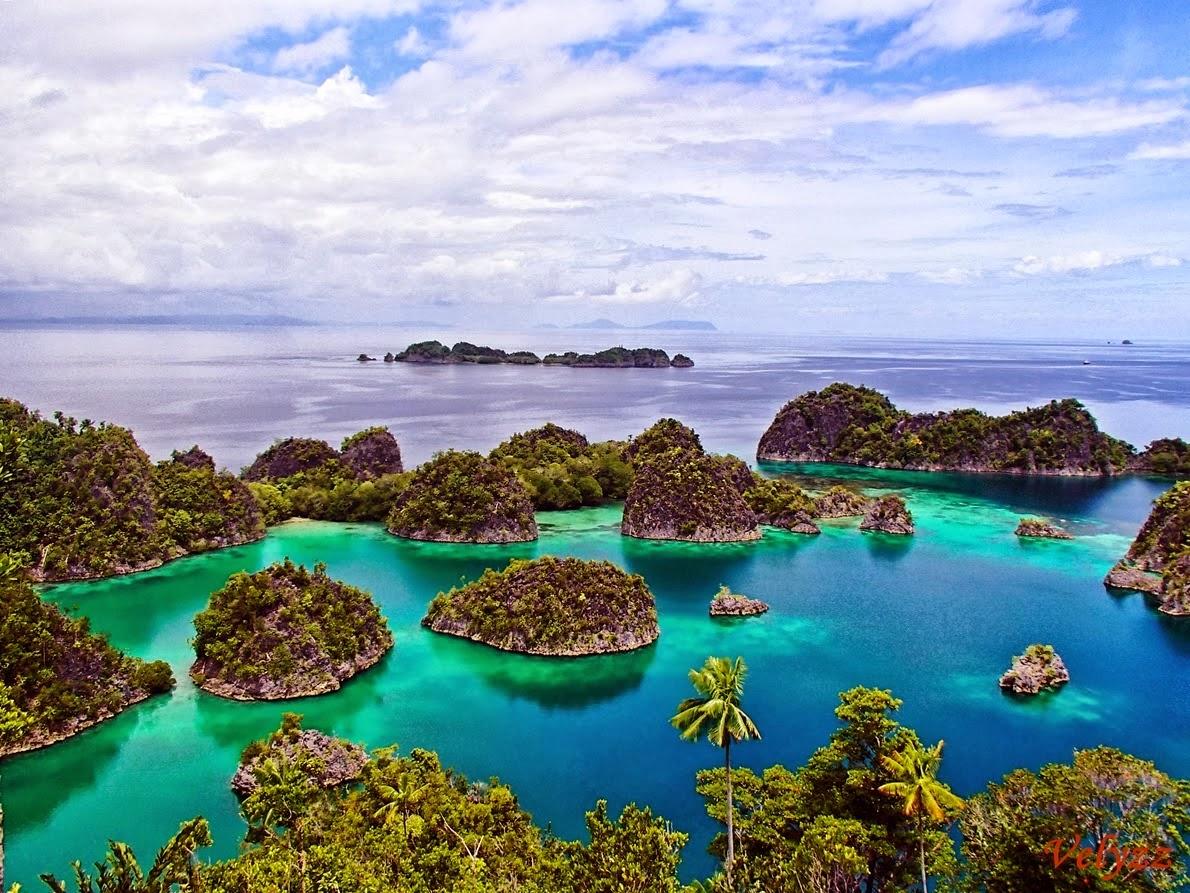 pariwisata di indonesia sangatlah berfotensi besar hal ini dikarenakan banyak terdapat tempat wisata yang