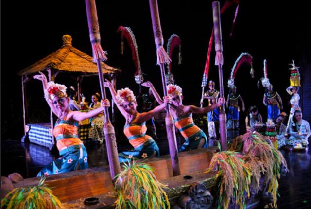 Menikmati Sajian Budaya di Kuta Theater