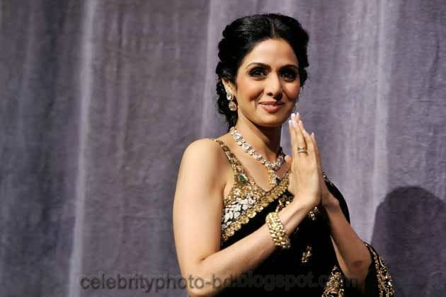 Top 10 Bollywood Actresses Latest Hot Cleavage Show Photos