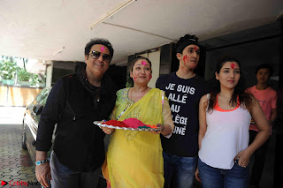 Govinda celeting Holi with His family wife daughter 017.JPG