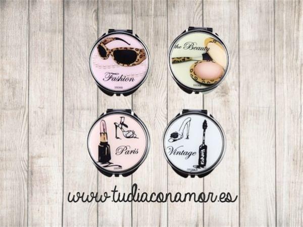 Los espejos de bolso decorados son el regalo ideal si buscáis un recuerdo útil, moderno y económico.