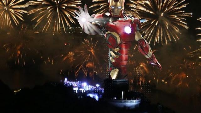 Durante a tradicional queima de fogos na praia de Copacabana, o evento resolveu iniciar o ano utilizando a trilha oficial d'Os Vingadores. Ela foi uma das primeiras músicas a ser tocada nos quase 30 minutos de fogos – Confira!