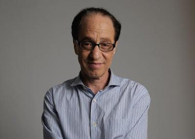 Penemu Scanner adalah Ray Kurzweil. Ia membuat alat scanner OCR bernama Kurzweil Reading Machine beserta software Omni-Font OCR (Optical Character Recognation) Technology pada tahun 1975 bersama timnya.  Scanner merupakan benda yang paling banyak digunakan di perkantoran sekolah ataupun di laboratorium. Penemu Scanner adalah Ray Kurzweil. Scanner (pemindai) merupakan salah satu benda elektronik yang memiliki fungsi sama seperti mesin Fotokopi, perbedaan mendasar antar mesin fotokopi dan scanner hanyalah pada hasil cetakannya dimana mesin fotokopi hasil cetakannya dapat dilihat pada kertas sedangkan scanner hasilnya berupa hasil digital yang dapat dilihat di layar monitor namun dapat di modifikasi atau disimpan ataupun juga dicetak. Biografi  Sejarah scanner dimulai dari seseorang bernama Ray Kurzweil yang kemudian dikenal sebagai penemu dari Scanner (alat pemindai). Ray Kurzweil merupakan seorang ilmuwan asal Amerika Serikat yang menciptakan sebuah alat pemindai yang diberi nama Omni-Font OCR (Optical Character Recognation) Technology. Dengan alat buatannya beserta perangkat lunaknya, teks yang ada dalam sebuah dokumen atau objek dapat dikenali kemudian diubah menjadi data dalam bentuk teks.  Selain Scanner bernama Omni-Font OCR, Ray Kurzweil juga mengembangankan alat untuk membaca bagi tunanetra serta kemudian ia juga menciptakan alat dari teks ke suara dan juga alat bernama Kurzweil K250 music synthesizer yang mampu mensimulasikan suara piano dan alat musik lainnya. Model Scanner 3D Tercanggih saat ini