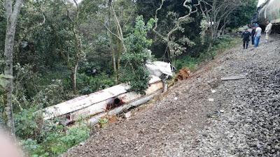 Pipa embestida por tren en Amatlán de los Reyes