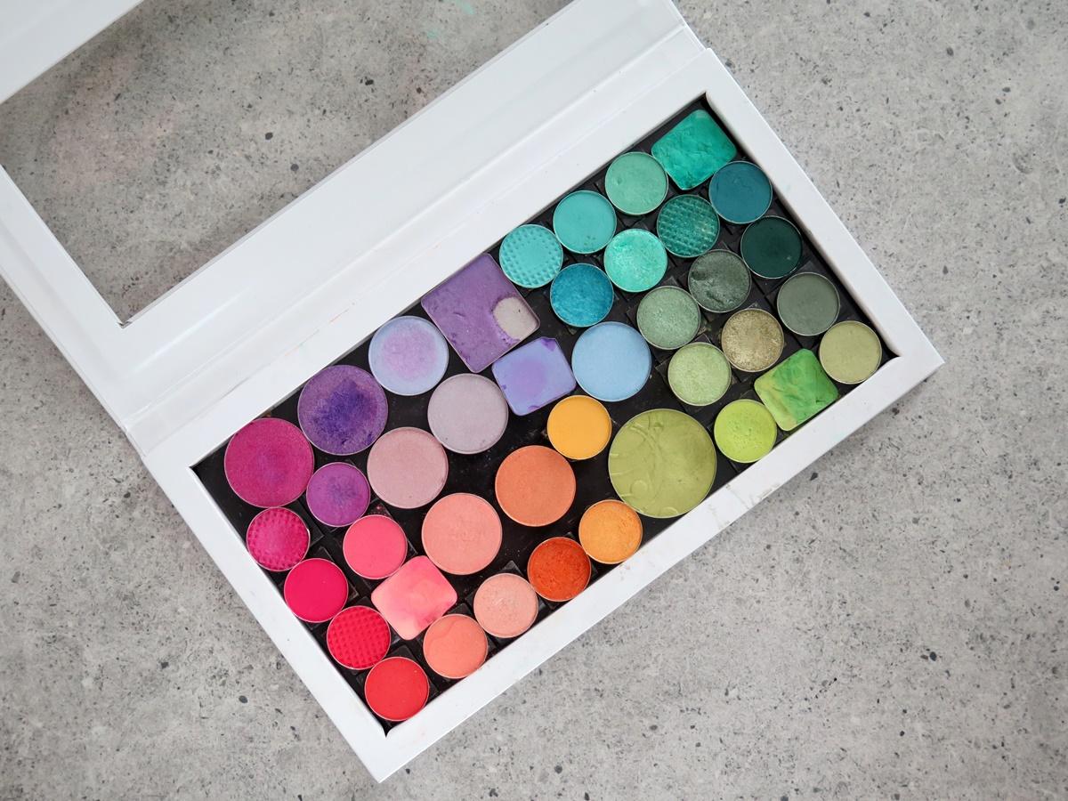 Magnetyczne palety Glam Box i przenoszenie cieni Sleek