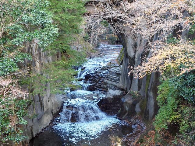 亀岩の洞窟 濃溝の滝