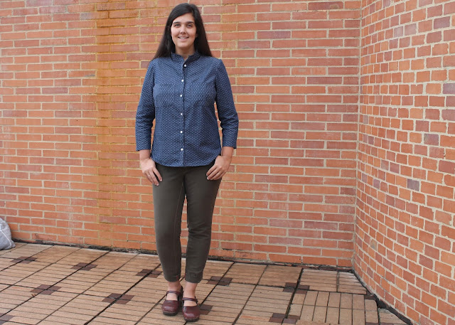 An untucked dotted chambray shirt, sewn from the Simplicity 2246/Lisette Traveler sewing pattern, worn with green jeans.