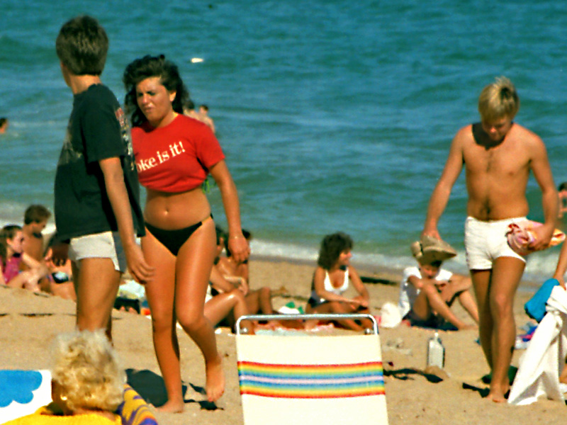 44 Beautiful Color Photos Documented Everyday Life At Florida Beaches In The 1980s