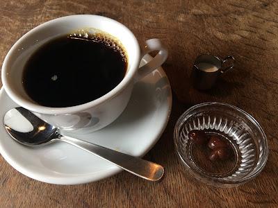 三軒茶屋にあるムーンファクトリーの中煎りブレンドコーヒー
