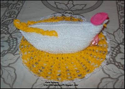 6c0e6aab2 Tricotando com a Carla: Galinha porta ovos e chaleira de croche