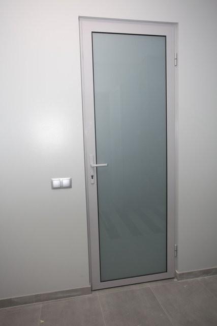 cửa nhôm kính 1 cánh thông phòng đẹp