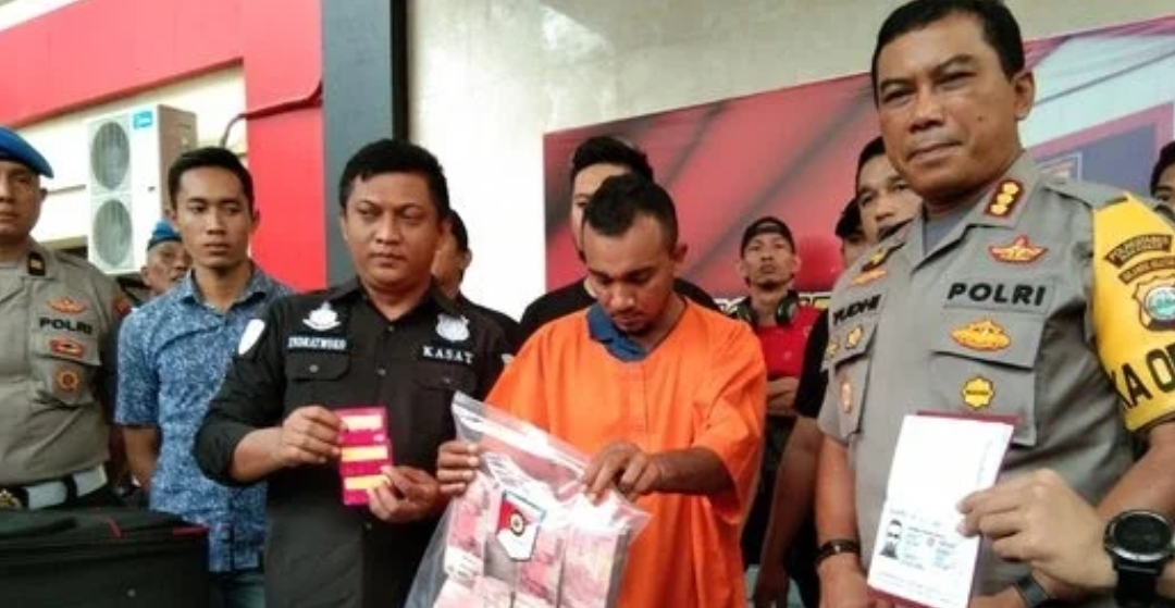 Rakyat Malaysia curi duit dari ratusan ATM