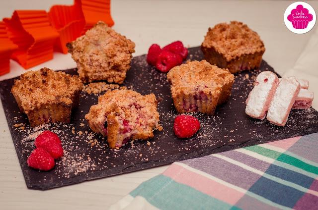 Muffins crumble aux framboises et à la poudre de biscuits Roses de Reims