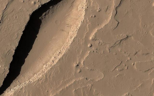 الشق البركاني على المريخ