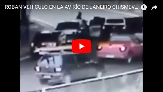Así se robaron dos vehículos a la vez en la Av Río de Janeiro de Las Mercedes