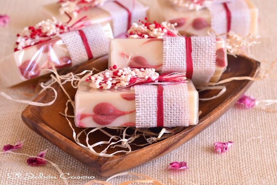 Detalles para invitadas jabones artesanales florales