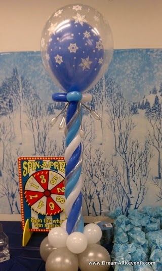Winter theme centerpiece with balloons