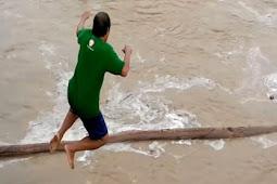 Video Pemburu Kayu Hanyut Di Sungai Mandar