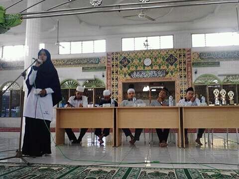 Peringati Hari Hijab Internasional JPRMI Labuhanbatu Bagi-bagi Jilbab