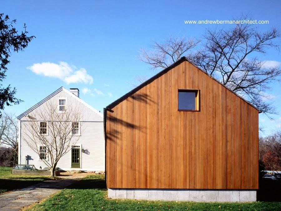 Comparación entre casa americana de madera antigua y moderna
