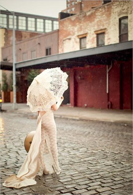 Parasol como alternativa al ramo de novia - Foto: Pinterest