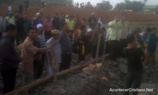 Musulmanes destruyen iglesia
