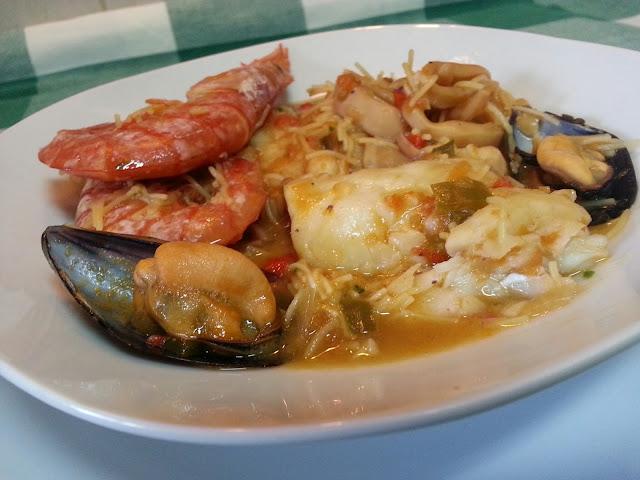 http://lacocinadepedroyyolanda.blogspot.com.es/2015/12/cazuela-de-pescado-y-marisco.html