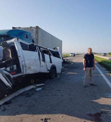 Поліція затримала водія вантажівки, в яку влетіла маршрутка з білорусами