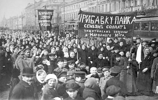 """Protesto """"Pão e Paz"""", Rússia."""