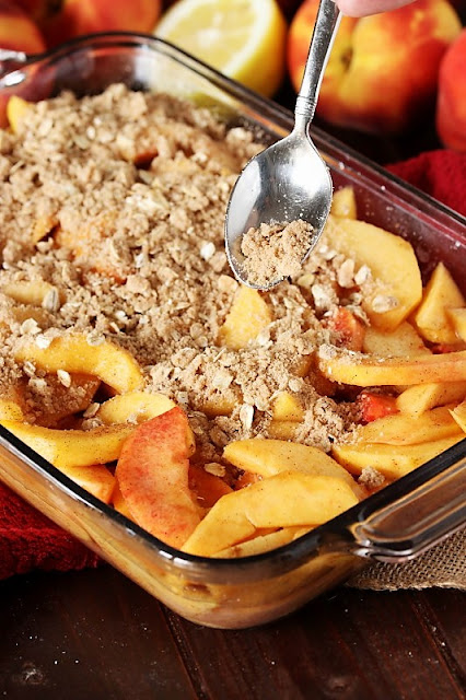 How to Make Fresh Peach Crisp Image