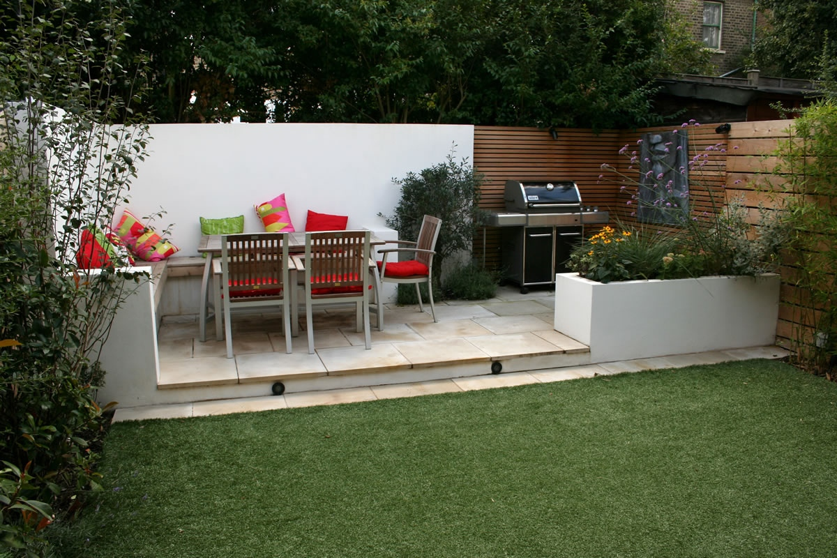 Small garden design in home home and design for Garden design decking areas