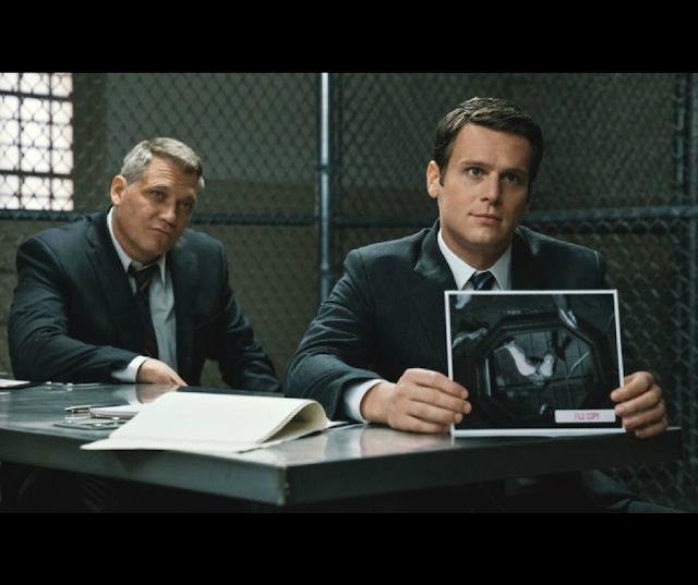 Mindhunter  - Série - A imagem contém dois homens