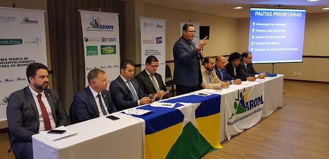 Em reunião com prefeitos, Coronel Chrisóstomo reafirma compromisso com municípios