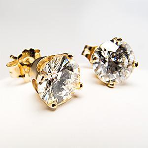 SHE FASHION CLUB: 2 Carat Diamond Stud Earrings