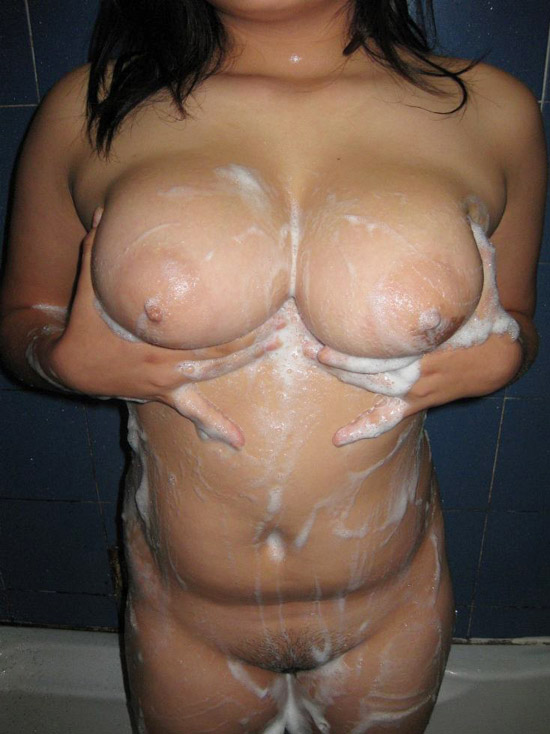 Huge Boobs Bhabhi Nude Bath Photo