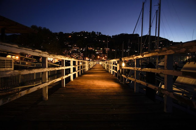 Noite na Sausalito Boardwalk