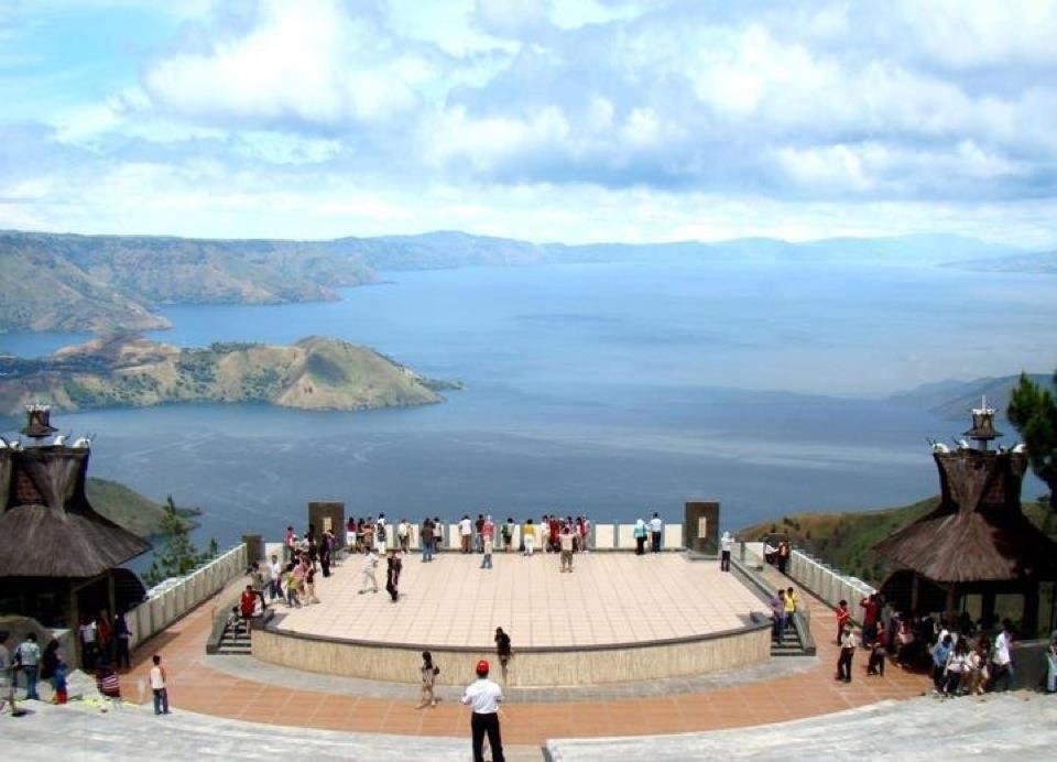 THE WONDERFUL OF TOBA LAKE WONDERFUL INDONESIA