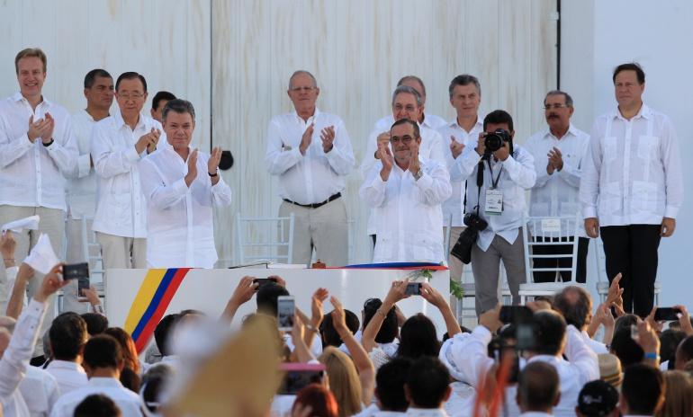 """""""En surcos de dolores… ¡la paz germina ya!: presidente Santos"""