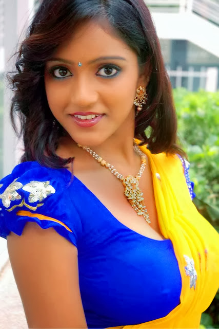 Sexy Kerala Village Mallu Keerthi Sexy Saree Pallu Drop -1218
