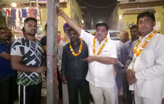 Ismailpur Chowk, Roshan, Ward 25, Councilor Munesh Ravi Bhadana inaugurated the Street Light