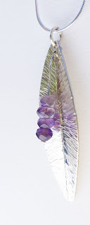 SB au féminin pendentif plume