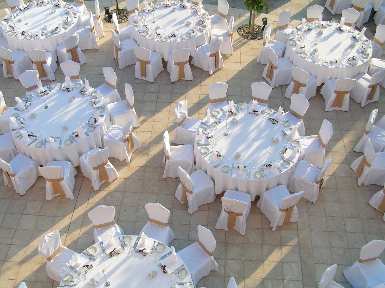podis celebrarlo en un restaurante en una finca o en un saln de banquetes y por supuesto lo podis hacer en casa siempre que los invitados sean