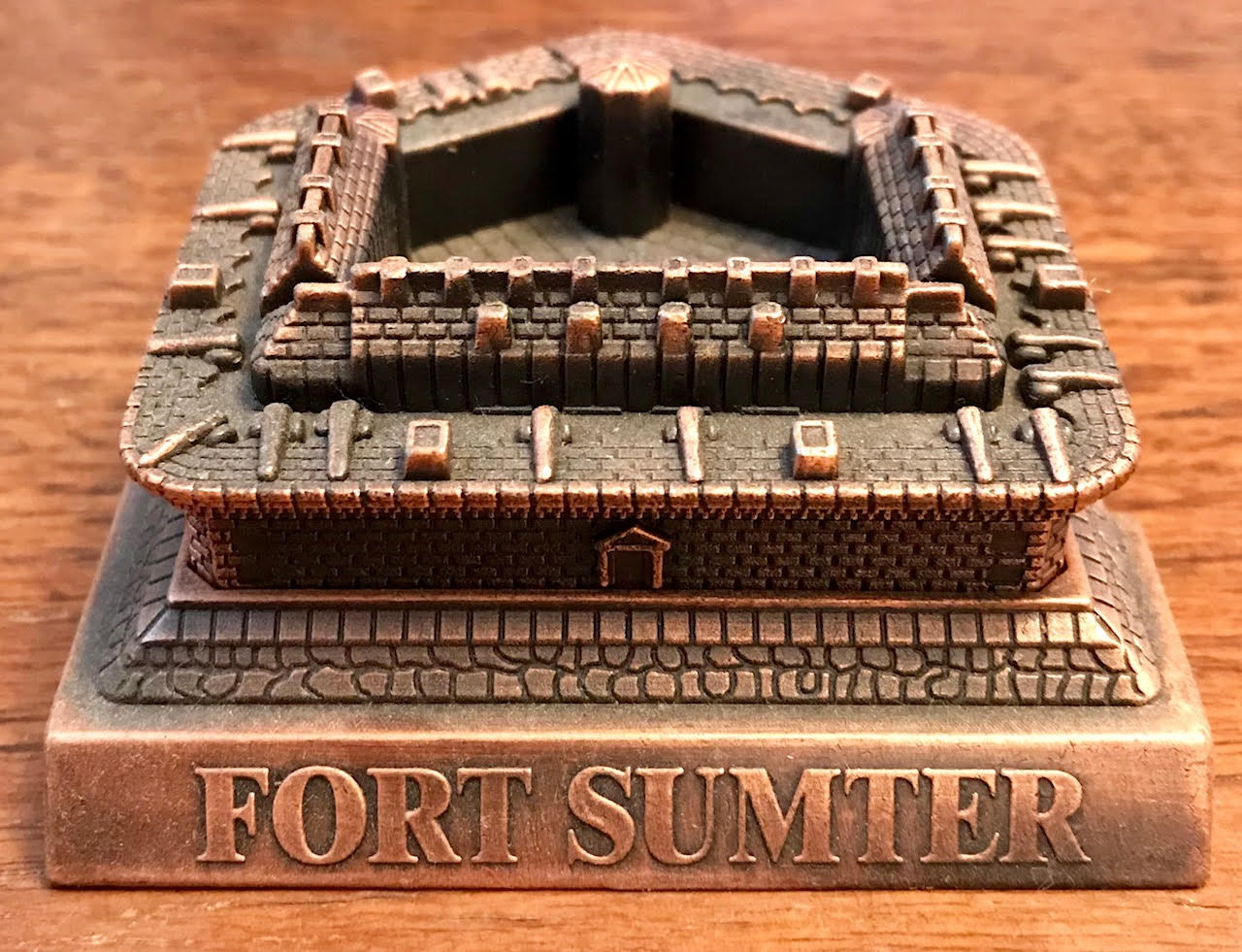 the causes and impact of the fall of fort sumter in 1861 Pittsburgh in 1861 had strong economic links to the mississippi valley, and many of its residents had roots below the mason-dixon line a significant minority were democrats and sympathetic to the southern cause the confederate attack on fort sumter, which was commanded by major robert anderson,.
