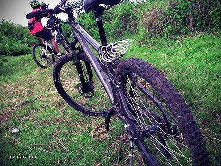 ban sepeda penuh lumpur
