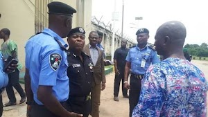 Trader disguises as police officer, escaped with N5m valuables at gunpoint