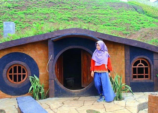 rumah hobbit di taman kelinci malang