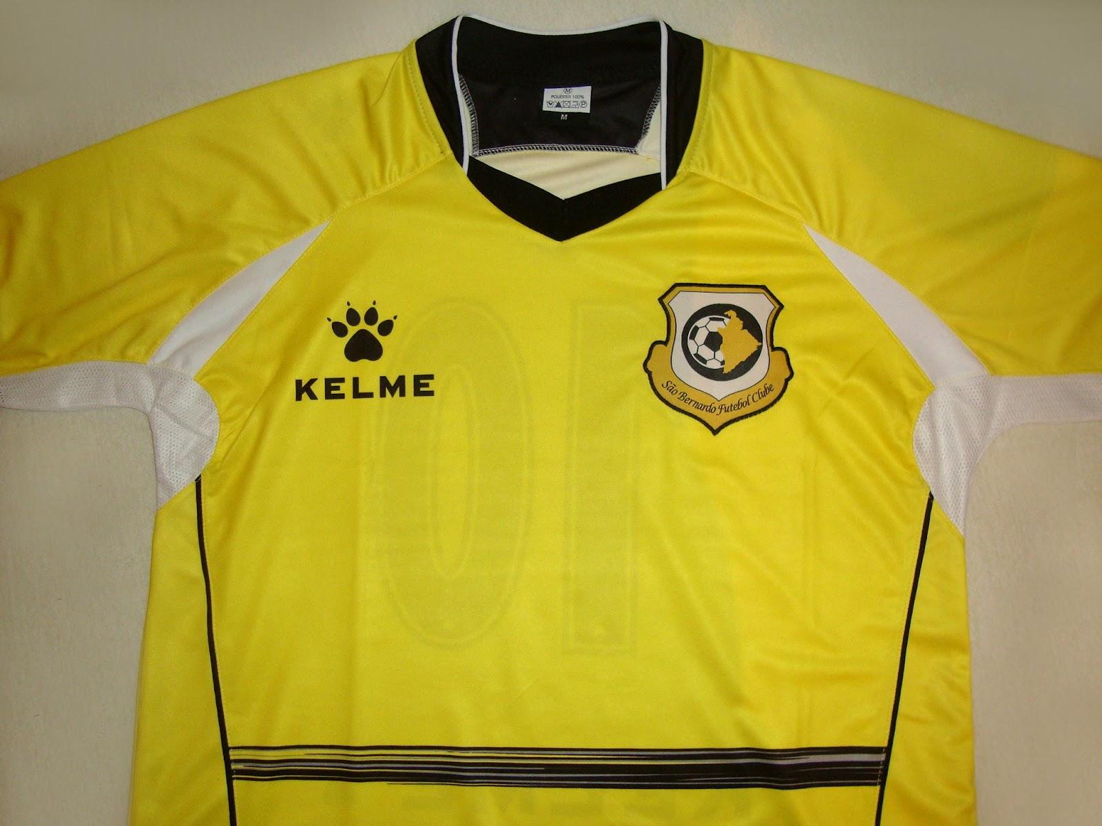 d03bf028a A Classic Football Shirts possui a maior coleção de camisas internacionais  de futebol. A loja faz entregas no mundo todo e usando o cupom