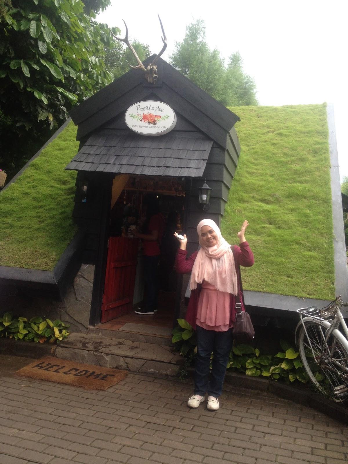Love And Share Rumah Hobbit Liat Di Farm House Susu