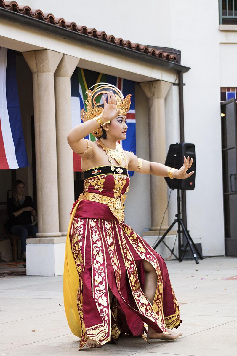 Indonesian Dance, Lumière & Lens
