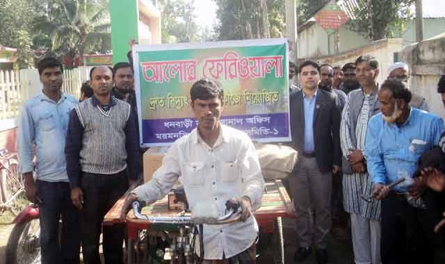 """পল্লী বিদ্যুতের """"আলোর ফেরিওয়ালা"""": ধনবাড়ীতে ৫ মিনিটেই নতুন সংযোগ"""